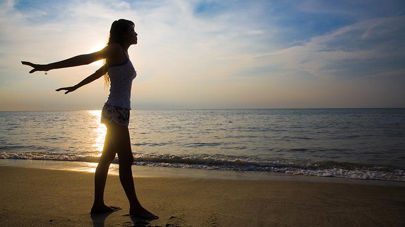 woman beach 800x450